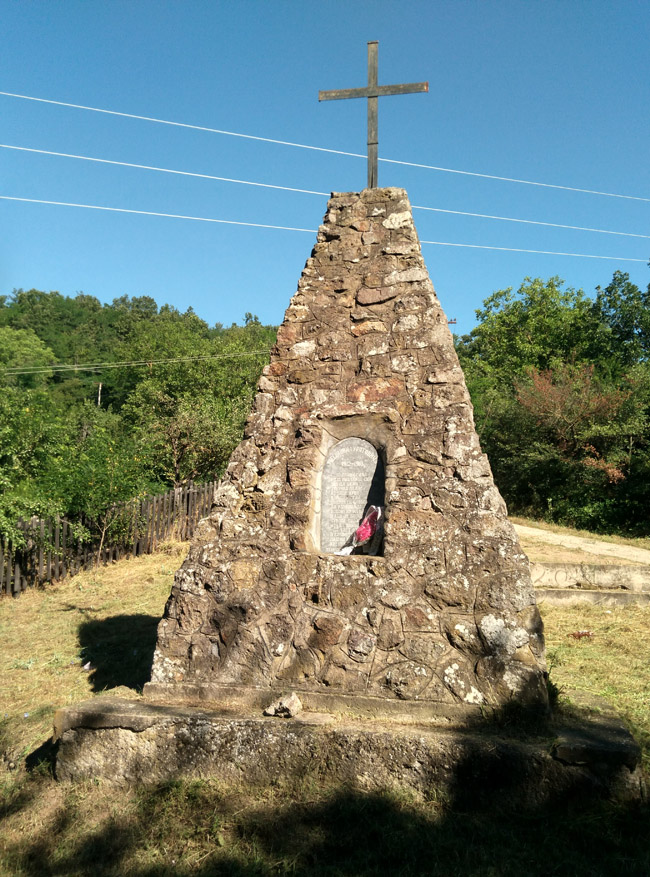 Spomenik 002
