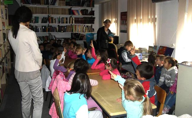medvedja-deca-u-biblioteci